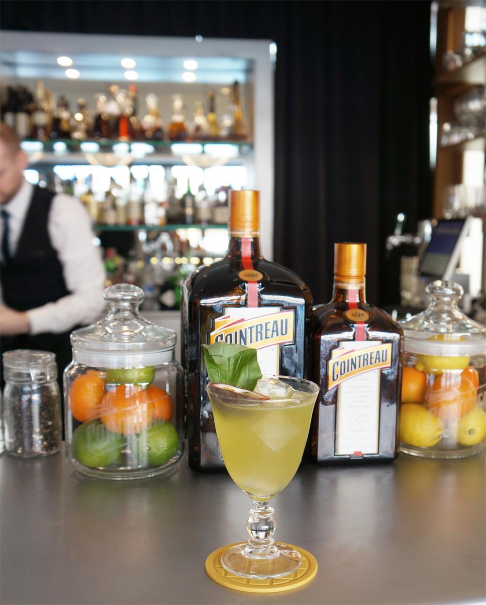 cocktail-smash-and-fizz-COINTREAU-2