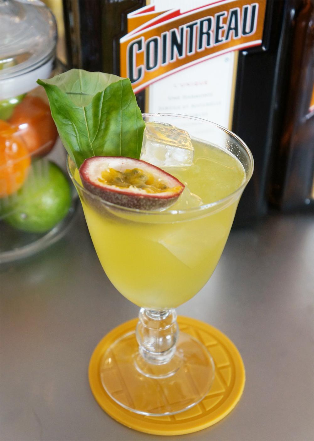 cocktail-smash-and-fizz-COINTREAU-3