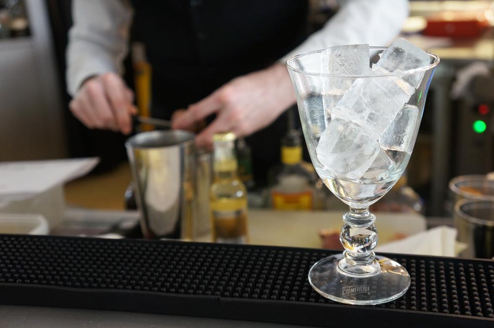 cocktail-smash-and-fizz-COINTREAU